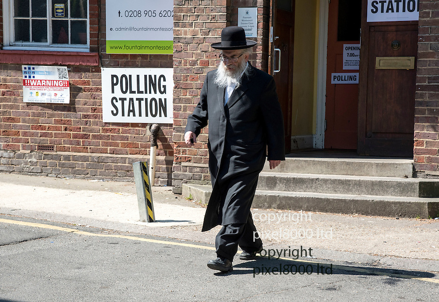 Pic shows; Polling station in Edgware today where Chief Rabbi was unable to vote.<br /> Another Rabbi arrives to make his vote in the London Mayor elections.<br /> <br /> <br /> Pic by Gavin Rodgers/Pixel 8000 Ltd