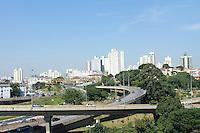 SÃO PAULO 04 DE MAIO DE 2013 - CLIMA TEMPO - SAO PAULO - Manhã de céu limpo no bairro do Ipiranga na zona sul de são Paulo.FOTOS:MICHELLE SPREA/BRAZILPHOTOPRESS
