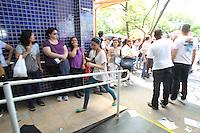 FOTO EMBARGADA PARA VEICULOS INTERNACIONAIS. SAO PAULO, SP, 18/11/2012,VESTIBULAR UNESP. Neste Domingo (18) acontece prova do vestibular da Unesp, local Inip da Av. Marques de Sao Vicente. Luiz Guarnieri/ Brazil Photo Press
