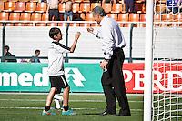 SÃO PAULO,SP,08 SETEMBRO 2103 - CAMPEONATO BRASILEIRO - CORINTHIANS x NAUTICO - O tecnico Tite  do Corinthians antes da partida Corinthians x Nautico em jogo válido  pela 19º rodada do Campeonato Brasileiro  no Estádio Paulo Machado de Carvalho (Pacaembú) na tarde deste domingo (08).FOTO ALE VIANNA - BRAZIL PHOTO PRESS.
