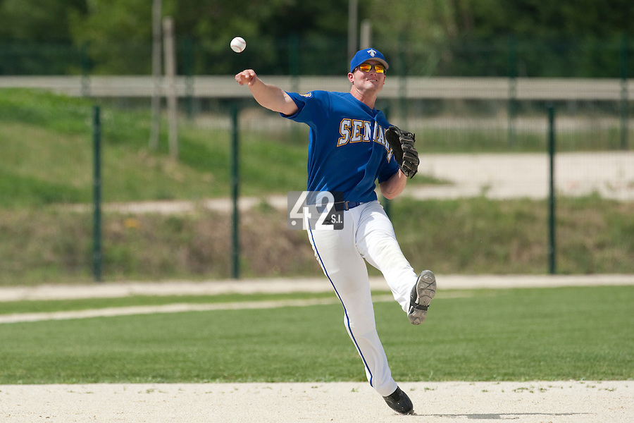 22 May 2009: Andrew Smith of Senart throws the ball to first base during the 2009 challenge de France, a tournament with the best French baseball teams - all eight elite league clubs - to determine a spot in the European Cup next year, at Montpellier, France. Senart wins 7-1 over Montpellier.