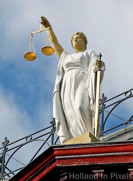 Vrouwe Justitia op het Gerechtsgebouw in Rotterdam