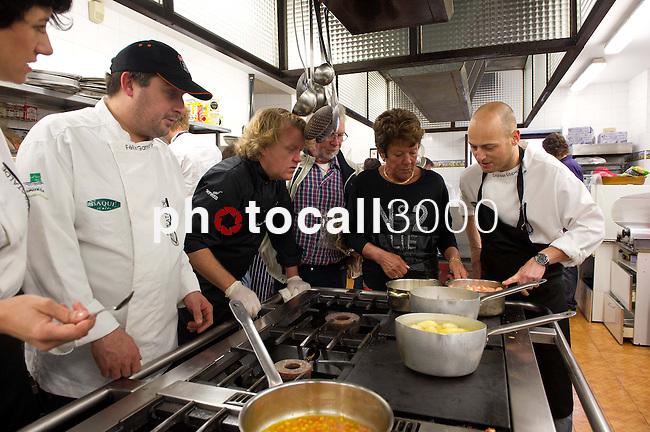 Felix Garrido,  Kenneth Sillman, Bosse Sillman, Kerstin Sillman y Daniel Lopez durante el encuentro en jovenes cocineros vascos (Sukatalde) y cocineros suecos