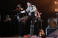 """SÃO PAULO, SP, 31.05.2015 - SHOW-SP - Rodrigo Teaser, o cover oficial de Michael Jackson no Brasil durante apresentação do seu show """"Rei do Pop"""" no HSBC Brasil no bairro Chácara Santo Antonio na região sul de São Paulo, na noite deste domingo, 31. (Foto: William Volcov/Brazil Photo Press)"""