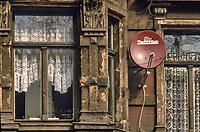 - Germania, vecchia casa nel centro storico della città di Halle subito dopo la riunificazione fra DDR e Repubblica Federale Tedesca (Marzo 1991)<br /> <br /> - Germany, old house in the  historic center of Halle town immediately after the reunification between DDR and the Federal Republic of Germany (March 1991)