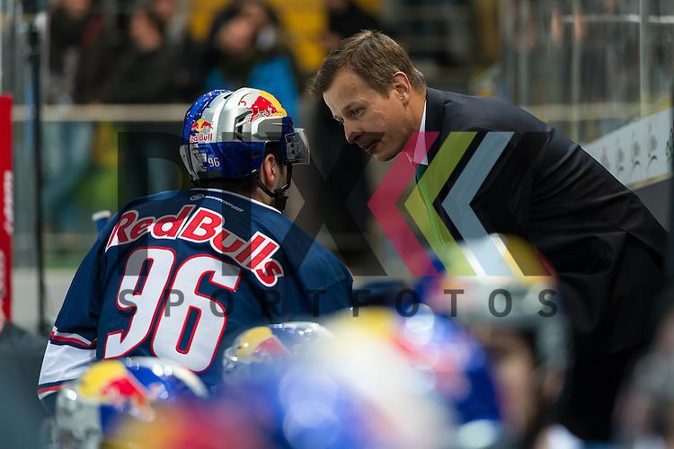 Eishockey, DEL, EHC Red Bull M&uuml;nchen - Hamburg Freezers <br /> <br /> Im Bild Co-Trainer des EHC Red Bull M&uuml;nchen Matt MCILVANE gibt Andreas EDER (EHC Red Bull M&uuml;nchen, 96) Anweisungen auf der Bank beim Spiel in der DEL EHC Red Bull Muenchen - Hamburg Freezers.<br /> <br /> Foto &copy; PIX-Sportfotos *** Foto ist honorarpflichtig! *** Auf Anfrage in hoeherer Qualitaet/Aufloesung. Belegexemplar erbeten. Veroeffentlichung ausschliesslich fuer journalistisch-publizistische Zwecke. For editorial use only.