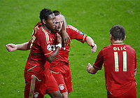 FUSSBALL   CHAMPIONS LEAGUE  VIERTELFINAL RUECKSPIEL   2011/2012      FC Bayern Muenchen - Olympic Marseille          03.04.2012 JUBEL FC Bayern Muenchen;  David Alaba (li) umarmt Franck Ribery (Mitte) und Torschuetze zum 2-0 Ivica Olic (re)