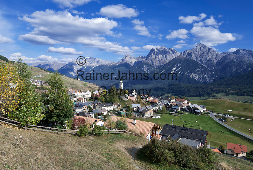 Schweiz, Graubuenden, Unterengadin, Bergdorf Ftan vor den Engadiner Dolomiten | Switzerland, Graubuenden, Lower Engadin, mountain village Ftan and Engadin Dolomites