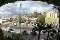 Visto desde desde la Sala de Comisiones del Congreso se aprecia el esplendor del cerro de la campana en un bello dia nublado  ademas de los hitoricos   edifios centricos del auditorio civico, colegio Sonora y Hotel Kino  sobre el bulevar Rosales .