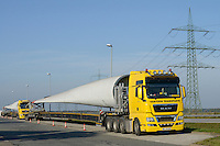GERMANY, highway A20,  transport of rotor blades for wind turbines / DEUTSCHLAND, Autobahn A20, Transport von Rotorblaettern fuer Windkraftanlagen