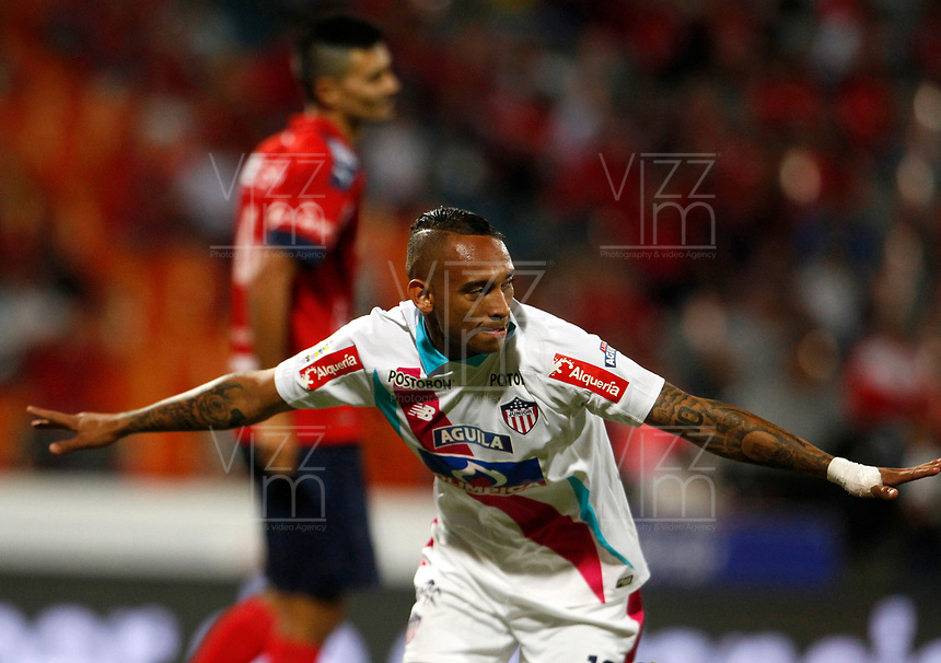 MEDELLÍN - COLOMBIA, 18-10-2017: Jarlan Barrera jugador del Junior celebra después de anotar un gol a Independiente Medellín durante el partido entre Independiente Medellín y Atletico Junior por la final ida de la Copa Águila 2017  jugado en el estadio Atanasio Girardot de la ciudad de Medellín. / Jarlan Barrera player of Junior celebrates after scoring a goal to Independiente Medellin during first leg match between Independiente Medellin and Atletico Junior for the final of the Aguila Cup 2017 played at Atanasio Girardot stadium in Medellin city. Photo: VizzorImage/ León Monsalve / Cont