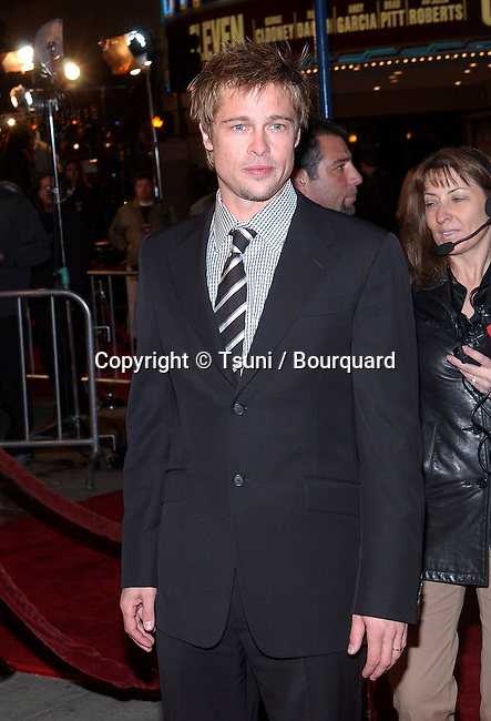 Brad Pitt arriving at the Ocean Eleven premiere at the Mann's Village Theatre in Westwood, Los Angeles. December 15, 2001.            -            PittBratt01.jpg