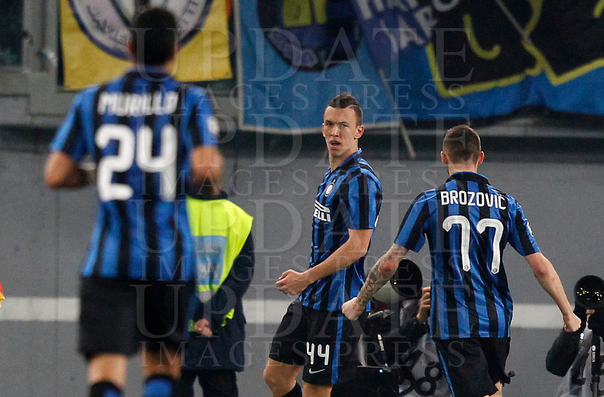 Calcio, Serie A: Roma vs Inter. Roma, stadio Olimpico, 19 marzo 2016.<br /> FC Inter's Ivan Perisic, center, celebrates after scoring during the Italian Serie A football match between Roma and FC Inter at Rome's Olympic stadium, 19 March 2016. The game ended 1-1.<br /> UPDATE IMAGES PRESS/Riccardo De Luca