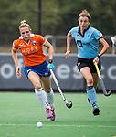 BLOEMENDAAL - Kate Richardson-Walsh (Bl'daal) met Nicole van Jaarsveld (HGC) )   , 2e play out wedstrijd tussen Bloemendaal-HGC dames (2-0). COPYRIGHT KOEN SUYK
