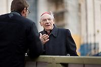 Continuano gli incontri dei cardinali per trovare l'accordo sulla data dell'inizio del Conclave che porterà all'elezione del nuovo Papa dopo le dimissioni di Benedetto XVI. Il cardinale Paul Poupard