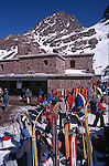 Ascension en ski de randonnée du Mont Toubkal (4165 m), point culminant de l'Afrique du Nord. Refuge du Toubkal .Toubkal refuge at 3200 m .Climbing of the mountain Toubkal (4165 m) with mountaineering skis, highest summit of North Africa. Atlas range. Morocco. Africa