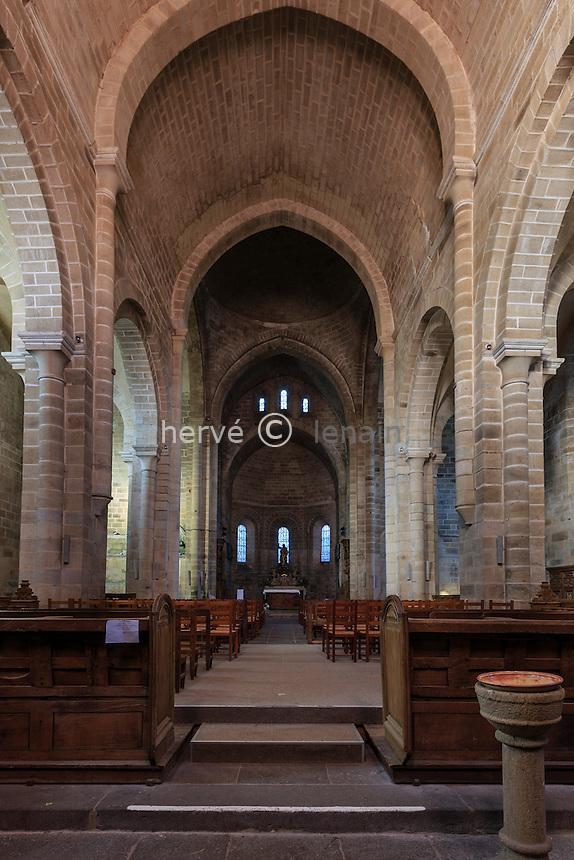 France, Corrèze (19), Aubazine, abbaye cistercienne Saint-Étienne, l'église, la nef // France, Correze, Aubazine, Saint Etienne cistercian abbey, the nave of the church