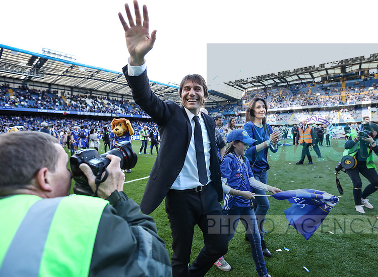 Chelsea's Antonio Conte celebrates during the Premier League match at Stamford Bridge Stadium, London. Picture date: May 18th, 2017. Pic credit should read: David Klein/Sportimage