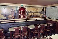 """Europe/France/Bretagne/56/Morbilhan/Vannes: Détail Peintures 1954 dans la salle du bar """"Le Relais du Golfe"""" 10 place du Général de Gaulle"""