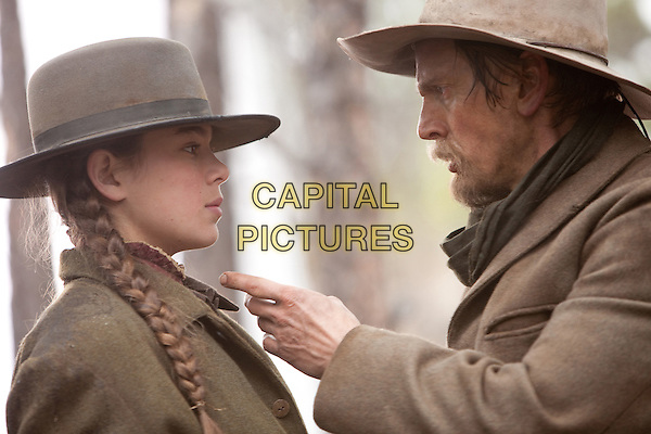 HAILEE STEINFELD & BARRY PEPPER .in True Grit.*Filmstill - Editorial Use Only*.CAP/FB.Supplied by Capital Pictures.