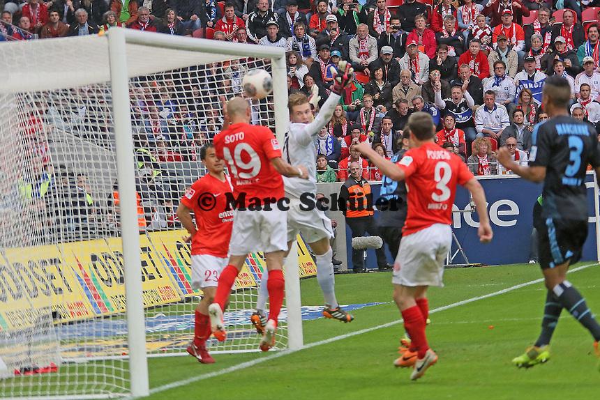 Elkin Soto (Mainz) rettet fuer den geschlagenen Loris Karius beim Eckball auf der Linie - 1. FSV Mainz 05 vs. Hamburger SV, Coface Arena, 34. Spieltag