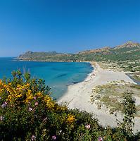 France, Corsica, near I'lle Rousse: secluded beach | Frankreich, Korsika, bei I'lle Rousse: Leerer Strand
