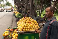 Venta en la calle de diferentes productos agricolas..Lugar:Santo Domingo, RD.Foto:Cesar de la Cruz.Fecha:.