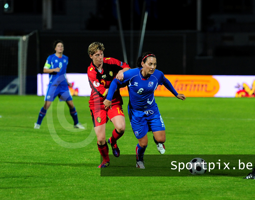 Iceland : UEFA Women's Euro Qualifying group stage (Group 3) - 21/09/2011 - 21:30CET (19:30 local time) - Laugardalsvöllur - Reykjavik : ICELAND (ijsland) - BELGIUM ( Belgie) : Aline Zeler in duel met Katrin Jonsdottir ..foto DAVID CATRY / Vrouwenteam.be