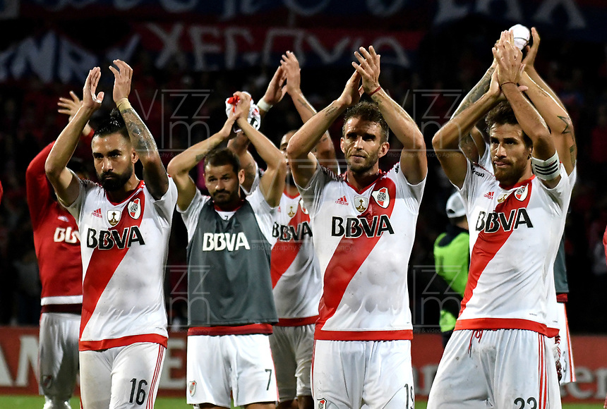 MEDELLIN – COLOMBIA: 15 – 03 - 2017:  Los jugadores de River saludan a sus hinchas después del partido de la fase de grupos, grupo 3, fecha 1 entre Deportivo Independiente Medellin de Colombia y River Plate de Argentina por la Copa Conmebol Libertadores Bridgestone 2017 en el Estadio Atanasio Girardot, de la ciudad de Medellin. / The players of River greet their fans after the match for the group stage, group 3 of the date 1, between Deportivo Independiente Medellin of Colombia and River Plate of Argentina for the Conmebol Libertadores Bridgestone Cup 2017, at the Atanasio Girardot, Stadium, in Medellin city. Photos: VizzorImage / Luis Ramirez / Staff