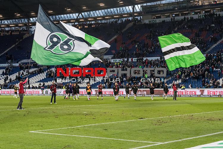 09.02.2019, HDI Arena, Hannover, GER, 1.FBL, Hannover 96 vs 1. FC Nuernberg<br /> <br /> DFL REGULATIONS PROHIBIT ANY USE OF PHOTOGRAPHS AS IMAGE SEQUENCES AND/OR QUASI-VIDEO.<br /> <br /> im Bild / picture shows<br /> Mannschaft von Hannover 96 bejubelt Sieg auf Spielfeld nach Spielende, <br /> <br /> Foto &copy; nordphoto / Ewert