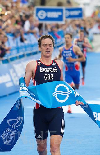12 JUL 2014 - HAMBURG, GER - Alistair Brownlee (GBR) from Great Britain wins the men's 2014 ITU World Triathlon Series round in the Altstadt Quarter, Hamburg, Germany (PHOTO COPYRIGHT © 2014 NIGEL FARROW, ALL RIGHTS RESERVED)