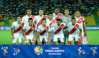 MANIZALES - COLOMBIA, 19-01-2020: Jugadores de Perú posan para una foto antes partido entre las selecciones de Brasil y Perú por la fecha 1, grupo B, del CONMEBOL Preolímpico Colombia 2020 jugado en el estadio Centenario de la ciudad de Armenia, Colombia. / Players of Peru pose for a photo prior a match between the teams Brasil and Peru of the date 1, group B, for the CONMEBOL Pre-Olympic Tournament Colombia 2020 played at Cetennial stadium in Armenia city, Colombia. Photo: VizzorImage / Julián Medina / Cont.