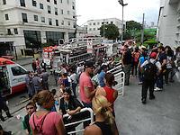 SAO PAULO - SP - 11 FEVEREIRO 2012 - VAZAMENTO DE PRODUTO TOXICO - Vazamento em empresa na Rua Fed Paulista de Futebol, Barra Funda, zona oeste, por causa de aplicação de material impermeabilizante. Conforme bombeiros, foram atendidas 45 pessoas para os hospitais da região. Foto: Mauricio Camargo - News Free.