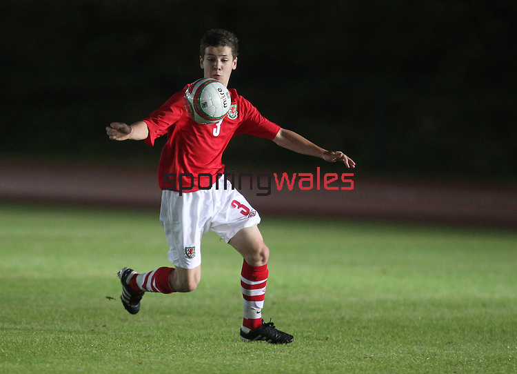 Wales v Poland  U16 Schoolboy International..Leckwith Stadium.07.09.10.©Steve Pope.