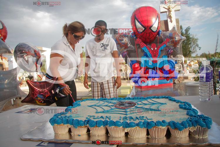 On June 24, 2009 I go to him finish in the pantheon Bettania, the birthday I number 3 of Juan Israel Fernandez Lara, with music, globes, cake of spiderman and a clown. The event already was planned before he was dying in the fire of the day-care center ABC last June 5.***<br /> +++<br /> <br /> El 24 de Junio del 2009 se llevo acabo en el pante&oacute;n Bettania, el cumplea&ntilde;os numero 3 de Juan Israel Fern&aacute;ndez Lara, con m&uacute;sica , globos, pastel de spiderman y un  payaso.<br /> El evento ya estaba planeado antes de que muriera en el incendio de la guarder&iacute;a ABC el pasado 5 de junio.