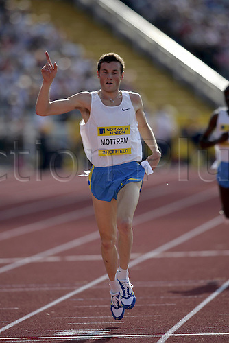 21 August 2005: Australian runner Craig Mottram (AUS) celebrates as he crosses the line to win the men's Two Miles at the Norwich Union British Grand Prix at the Don Valley Stadium, Sheffield Photo: Neil Tingle/Actionplus..050821 athlete athletics winner man male men