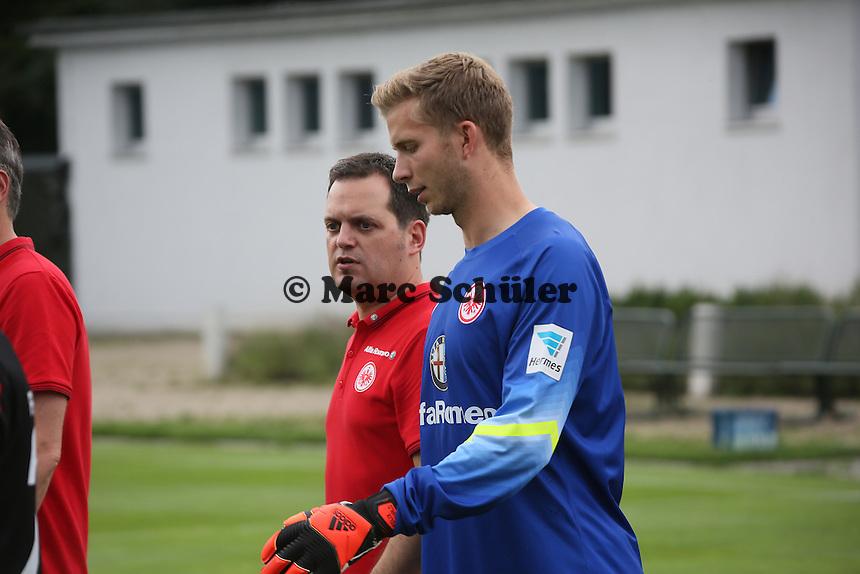 Felix Wiewald (Eintracht Frankfurt) kommt zum Fototermin