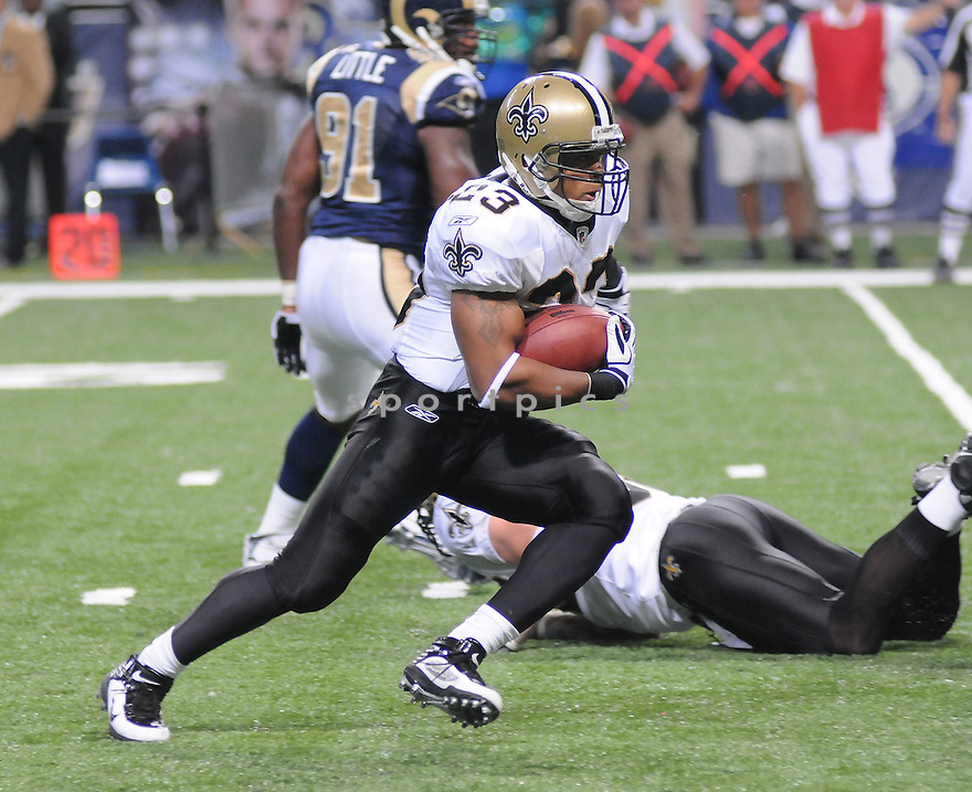 SAINTS @ RAMS.11/15/09PIERRE THOMAS, of the New Orleans Saints in action  during the Saints game against the St. Louis Rams on November 15 2009 in St. Louis Missouri..The Saints beat the Rams 28-23