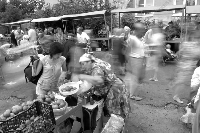 At the Sunday market in Kasimov, a large town in the Ryazan region, shoppers and vendors selling home grown produce from their gardens and allotments, a traditional part of life in the Russian countryside, mingled in the early morning. Russia, July 20, 2008.