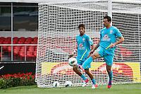 ATENÇÃO EDITOR: FOTO EMBARGADA PARA VEÍCULOS INTERNACIONAIS - SÃO PAULO,SP,06 SETEMBRO 2012 - TREINO SELEÇÃO BRASILEIRA Neymar (e) e Leandro Damião  durante treino da seleção brasileira na tarde de hoje no estadio Cicero Pompeu de Toledo (Morumbi).FOTO ALE VIANNA - BRAZIL PHOTO PRESS.
