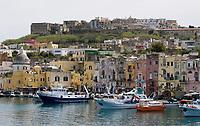 ITA, Italien, Kampanien, Insel Procida, vulkanische Insel im Golf von Neapel, Hafen Marina Grande | ITA, Italy, Campania, Procida Island, volcanic island at the Gulf of Naples, port Marina Grande