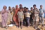 Enfants devant le puits de Tenemrerouts