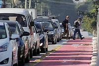 SÃO PAULO, SP, 24.05.2015 - TRÂNSITO-SP - Trânsito parado na rua Vegueiro, sentido centro, próximo ao metro Ana Rosa na manhã desta segunda-feira, 25 (Foto: Renato Mendes/Brazil Photo Press)
