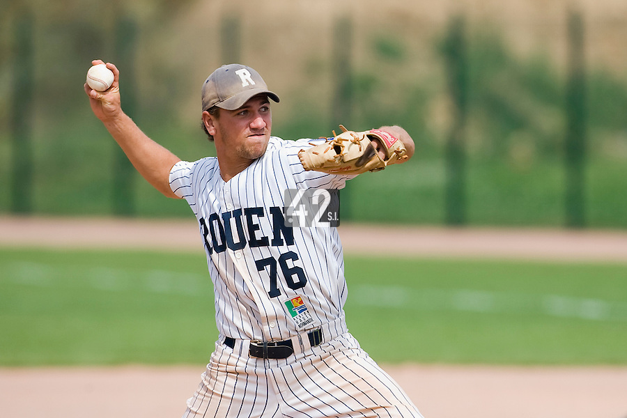 12 Aug 2007: Philippe Lecourieux pitches against Senart during game 5 of the french championship finals between Templiers (Senart) and Huskies (Rouen) in Chartres, France. Huskies defeated Templiers 9-8 to win their fourth french championship.
