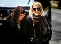 Oslo, 20061210. Nobel Fredspris, utdeling i Oslo RaA?a?dhus. Anjelica Houston og Sharon Stone.