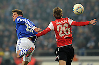 FUSSBALL   1. BUNDESLIGA   SAISON 2011/2012   20. SPIELTAG FC Schalke 04 - FSV Mainz 05                                  04.02.2012 Klaas Jan Huntelaar (li, FC Schalke 04) gegen Niko Bungert (re, Mainz)