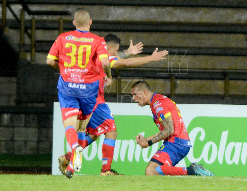 ITAGÜI - COLOMBIA -  23 - 02 - 2018: Victor Aquino (Der.), jugador de Deportivo Pasto, celebra el gol anotado a Leones, durante el partido entre Leones F.C. y Deportivo Pasto, de la fecha 5 por la Liga Águila I 2018, jugado en el estadio Ditaires de la ciudad de Itagüi. / Victor Aquino (L), player of Deportivo Pasto, celebrates the scored goal to Deportivo Pasto, during match between Leones F.C. and Deportivo Pasto, of the 5th date for the Aguila League I 2018, played at Ditaires stadium in Itagüi city. Photo: VizzorImage/ León Monsalve / Cont.