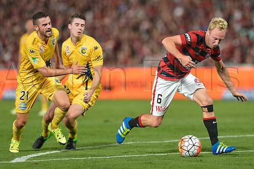 01.04.2016. Pirtek Stadium, Parramatta, Australia. Hyundai A-League. Western Sydney Wanderers versus Central Coast Mariners. Wanderers midfielder Mitch Nichols leaves the Mariners defenders McGing and Neill behind. The Wanderers won 4-1.