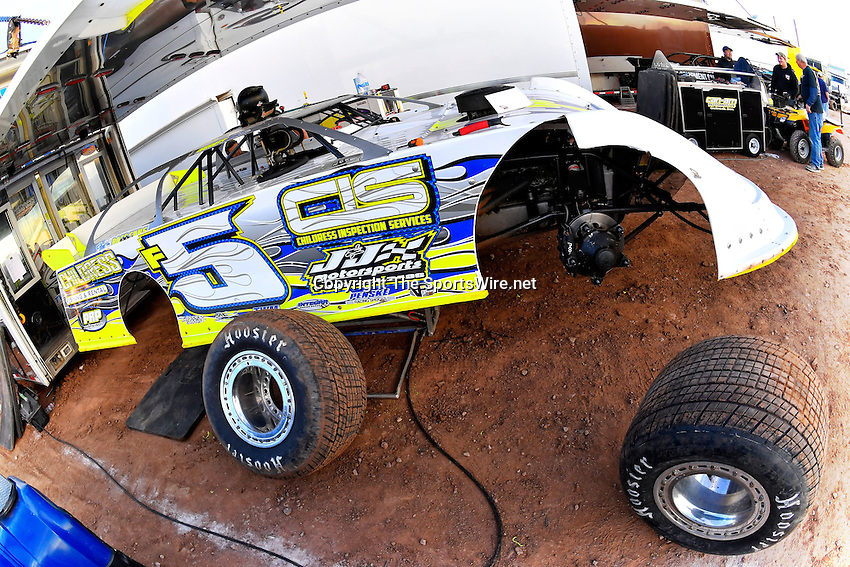 Jan 7, 2017; 5:05:32 PM; QUEEN CREEK, AZ., USA; 11th Annual Keyser Manufacturing Wild West Shootout at Arizona Speedway presented by O'Reilly Auto Parts. Mandatory Credit: (thesportswire.net)