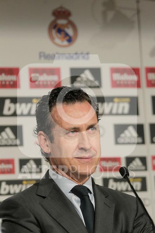 MADRID (12/08/2010).- Ricardo Carvalho press conference as new Real Madrid player. Pictured Jorge Valdano...Photo: Cesar Cebolla / ALFAQUI